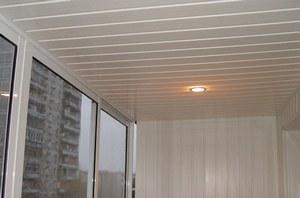Монтаж пластикой вагонки на потолок удобно и современно