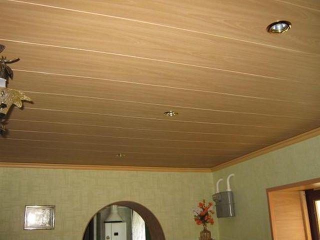 Отделка потолка вагонкой пвх, имитирующей дерево