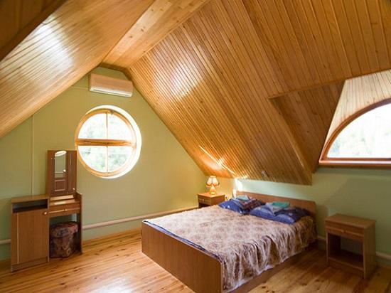 Пропитки и морилки проникают в структуру древесины, улучшая её качества