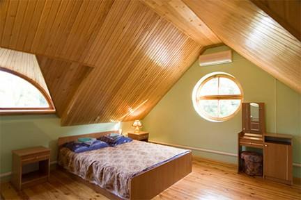 Обшивка деревянной вагонкой потолка