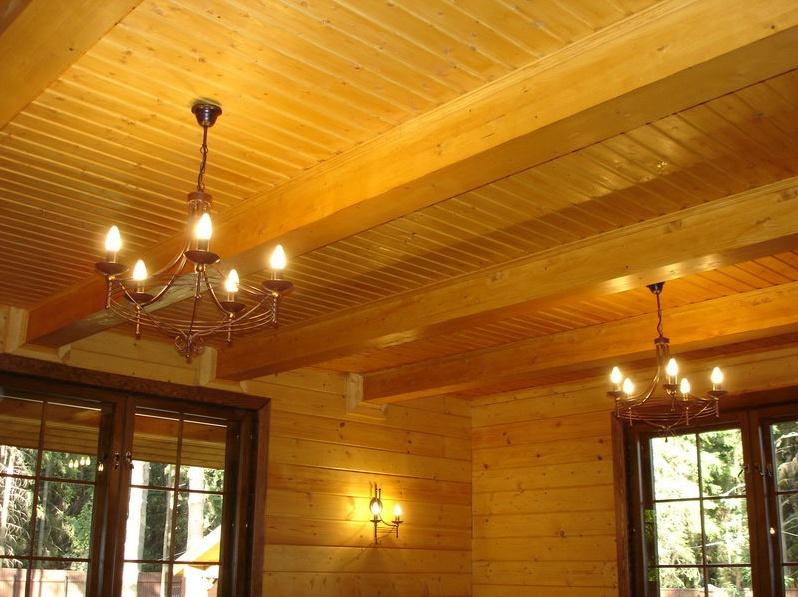 Сложная конструкция потолка с балками