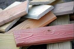 Маскировка мелких дефектов дерева краской