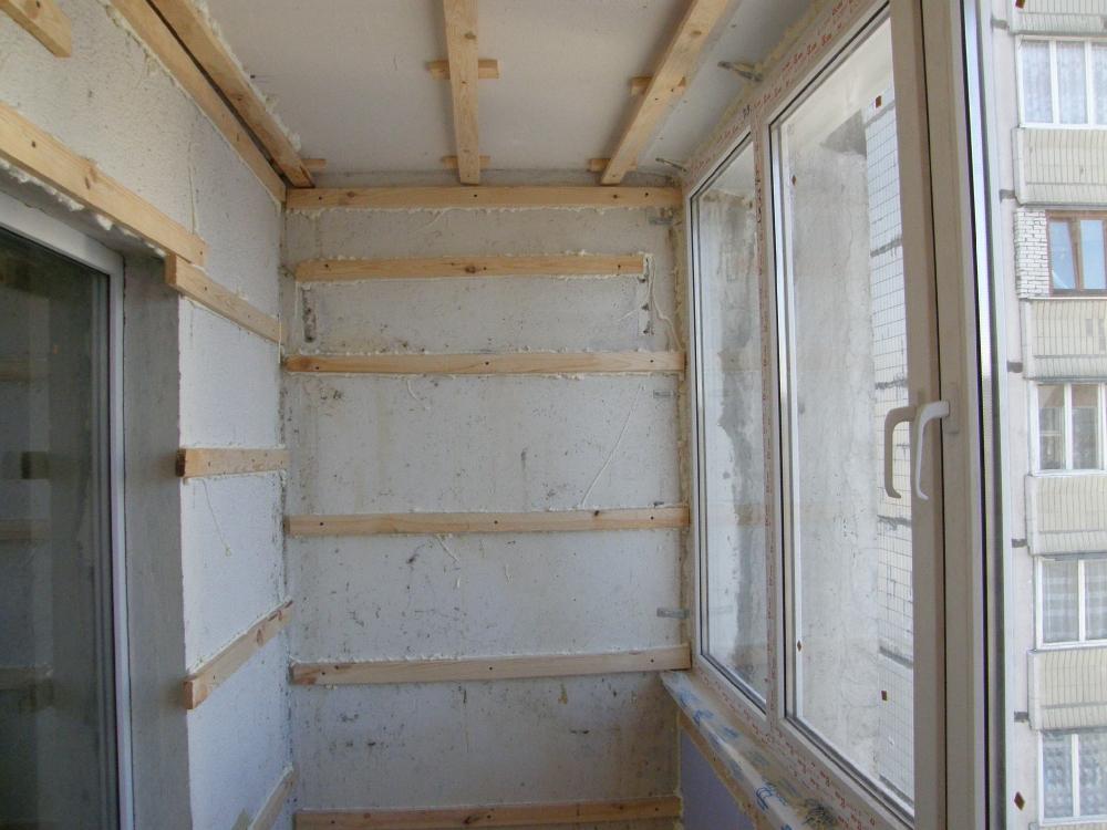Видео как обшить балкон вагонкой своими руками