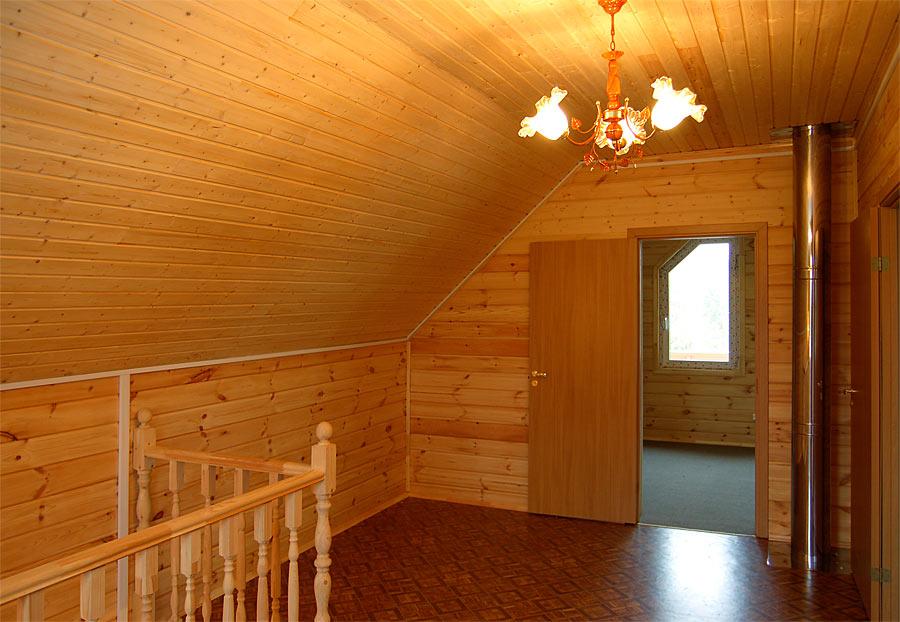 Мансардный этаж, обшитый деревянной вагонкой