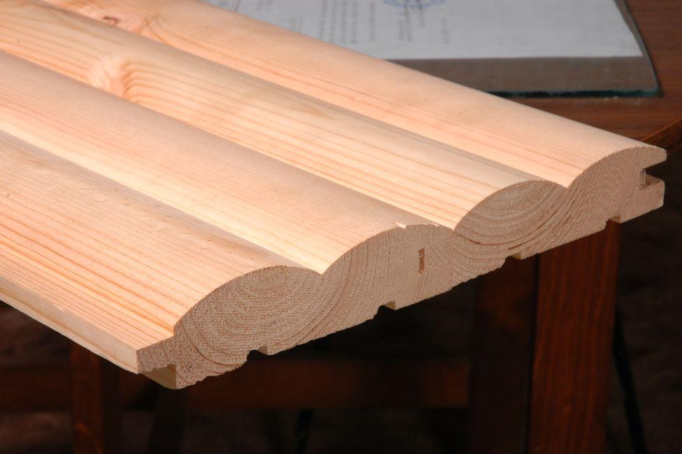 Щитовой блок хаус, имитирующий одновременно четыре цельных бревна. Удобный материал, когда необходимо обшивать большие площади