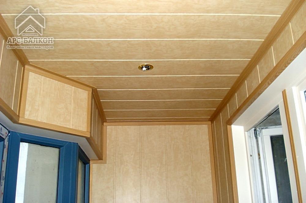 Вагонка из мдф может использоваться не только для отделки стен, но и в качестве материала, для обшивки подвесной конструкции потолка