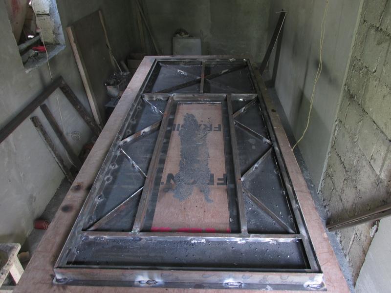 Внутренняя часть металлической двери без отделки