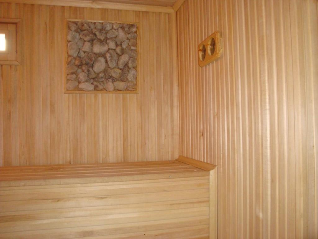 Обшивка стен вагонкой вертикально считается намного легче и менее трудоёмко