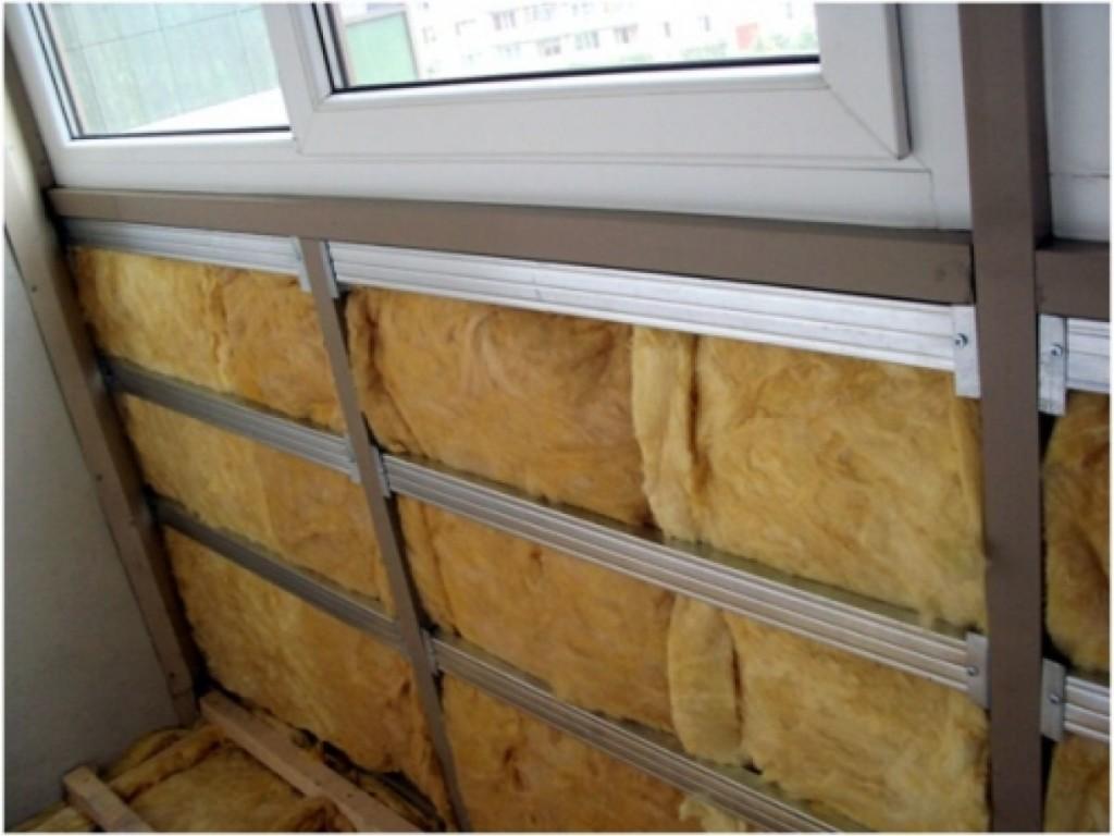 Вагонка крепится на обрешётку, что позволяет утеплить прохладные помещения такие, как например, коридор или балкон