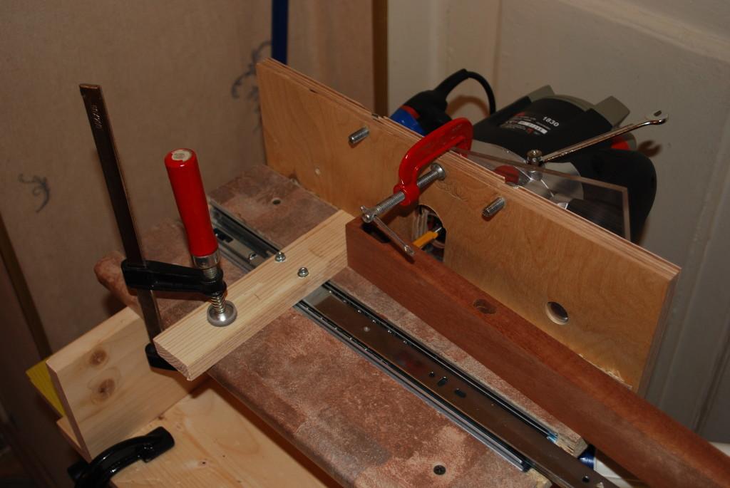 Мы видим пример самодельного станка для изготовления вагонки, его составляющие и детали