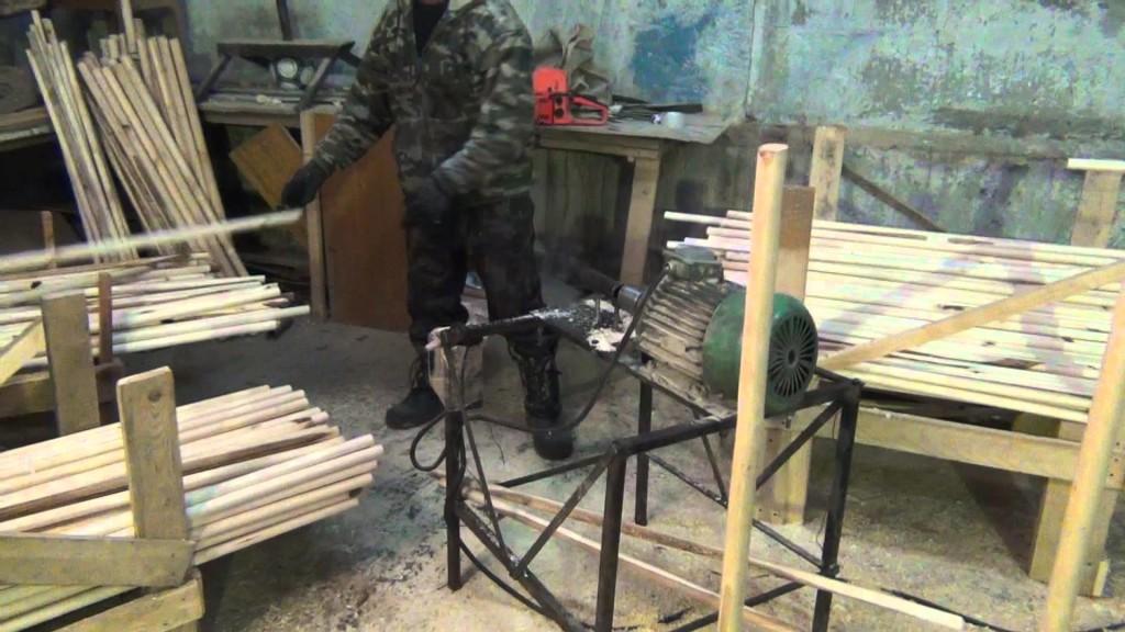На фотографии мы видим пример самодельного станка для изготовления вагонки в домашних условиях