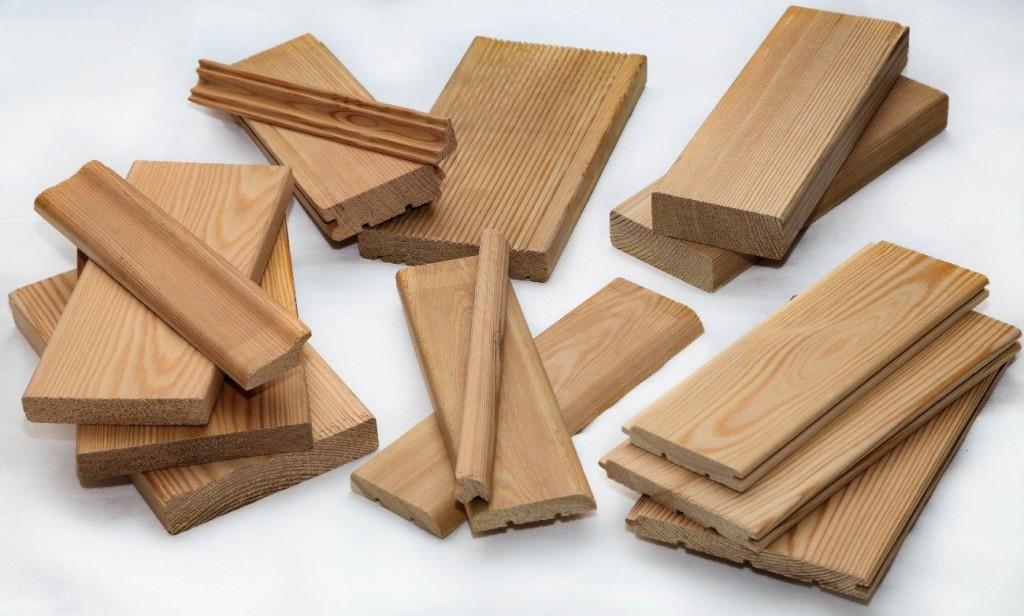 Несколько различных ножей насадок на самодельный станок для изготовления вагонки, позволят создавать различные изделия из дерева