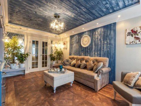 Вагонка крашеная в гостиной – использование трафарета для декорирования поверхности стен