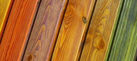 Разнообразие цветов и фактур при покраске древесины
