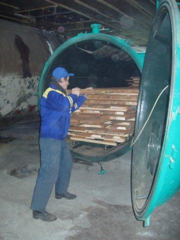 Заводская камерная сушка древесины
