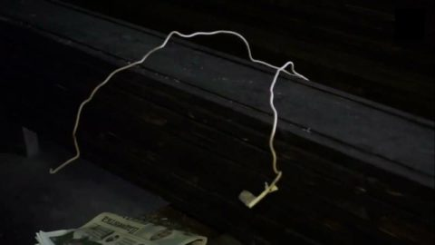 Кусок изолированного алюминиевого провода