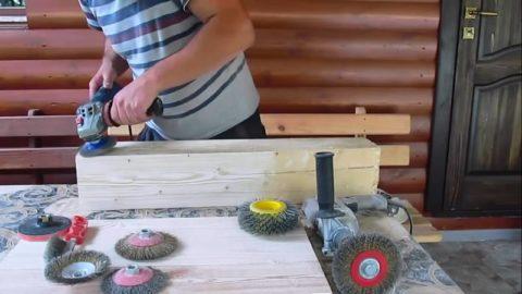 Обработка дерева стальной щеткой под наклоном