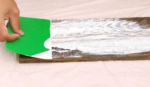 Фактически мы древесину шпаклюем