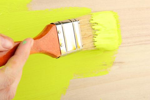Нанесение слоя краски