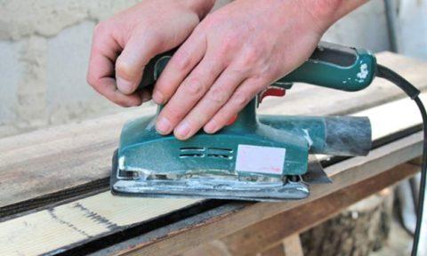 Обработка древесины вибрационной шлифовальной машинкой
