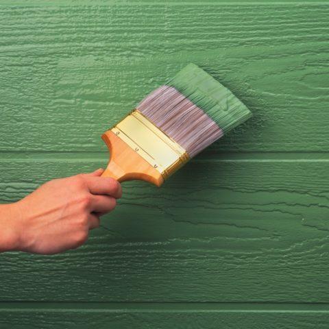 Укрывистая краска на деревянной поверхности