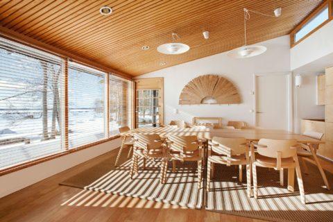 Обилие дерева и фанеры в интерьере – стиль минимализм