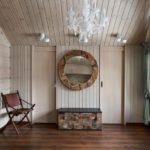Стены брусовые, но декор одной из них и потолка выполнен вагонкой